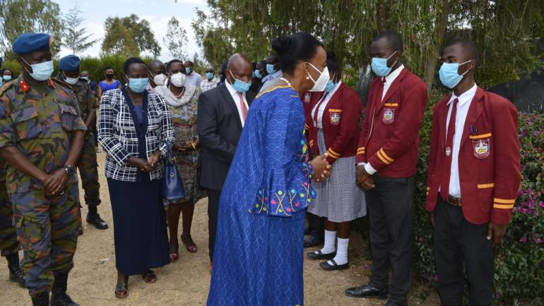 LAIKIPIA AIR BASE SCHOOLS RECEIVE DONATIONS FROM HERNOVATION