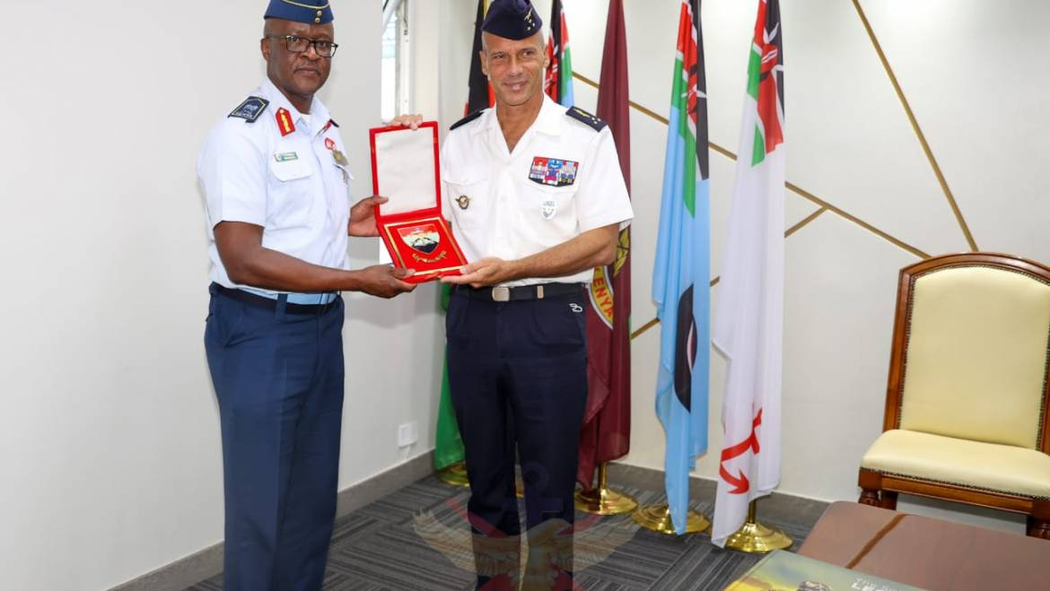 FRENCH AIR BRIGADE GENERAL PAYS COURTESY CALL ON VICE CHIEF OF DEFENCE FORCES